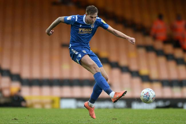 Hot shot - Colchester United midfielder Harry Pell tries his luck against Port Vale Picture: RICHARD BLAXALL