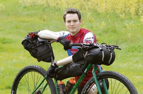 2 Para major Jon Cox to cycle 2,745 miles for Parachute