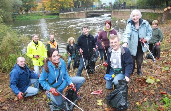 Colchester community group clears up River Colne
