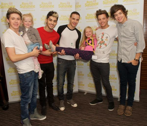 Brave Ellie and Lily meet One Direction