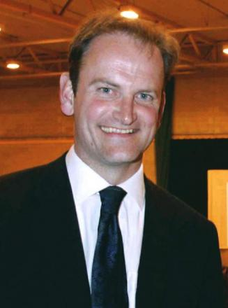 Clacton MP Carswell catches suspected shoplifter