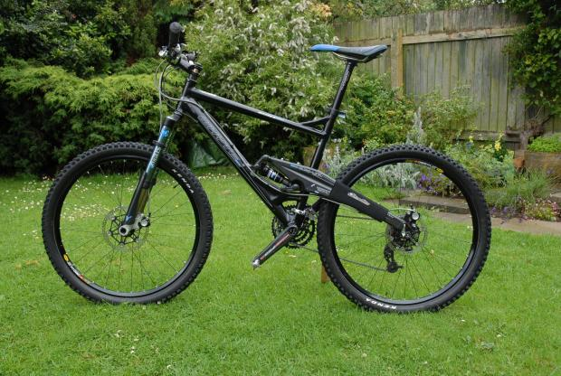 Thieves steal high spec mountain bike