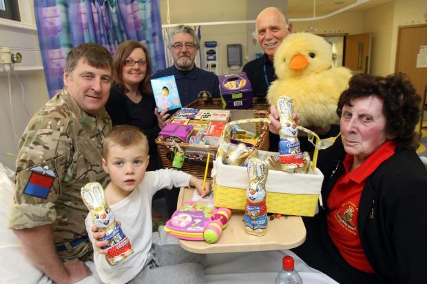 Paras drop in on sick children for Easter