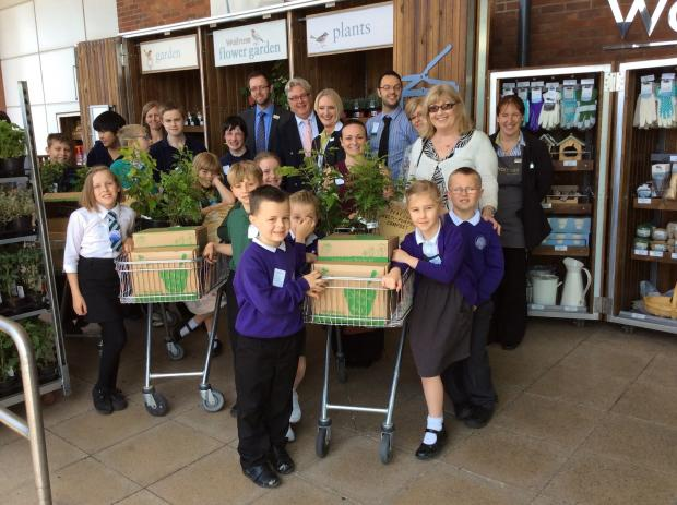Schools kids a picture of health during supermarket volunteer day