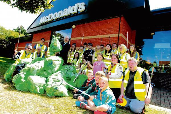 Restaurant staff join cubs and beavers for litter pick