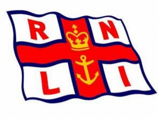 Lifeboat crews help yacht in difficulty