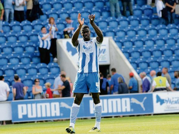 Great start - Magnus Okuonghae salutes the U's fans following Colchester's 2-2 draw with Oldham Athletic. Picture: STEVE ARGENT (CO97648-20)