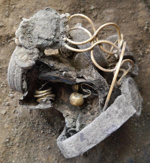 Valuable Roman jewellery found in archaeological dig