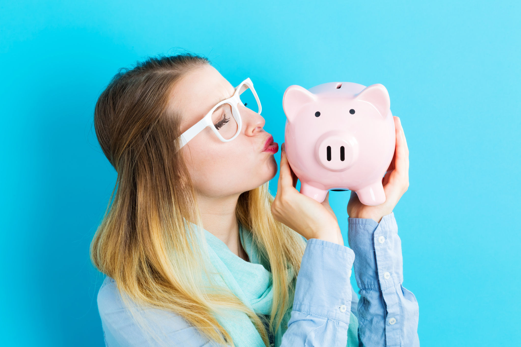 Young woman with a piggy bank. Photo: Thinkstock/PA
