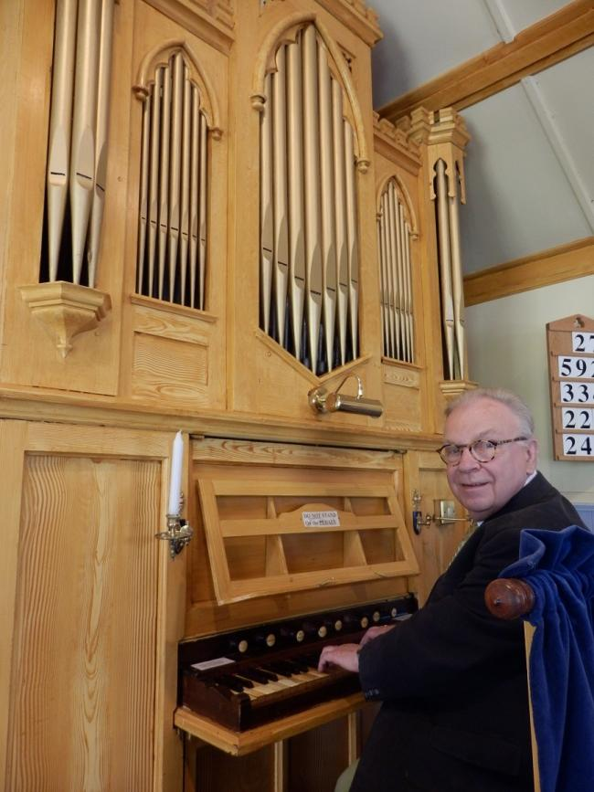 Musician - Anthony Percival and the organ in Chappel United Reformed Church